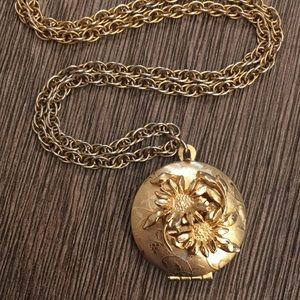 Vintage Goldtone Locket with Sculpted Daisy Flower